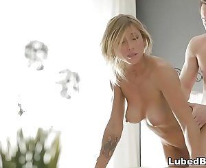 Blonde bombshell enjoys lovemaking rubdown