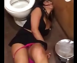 Drunk partyslut in club toilet Snapchat