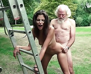 Old man plays a hookup game with young girl they have super hot hookup